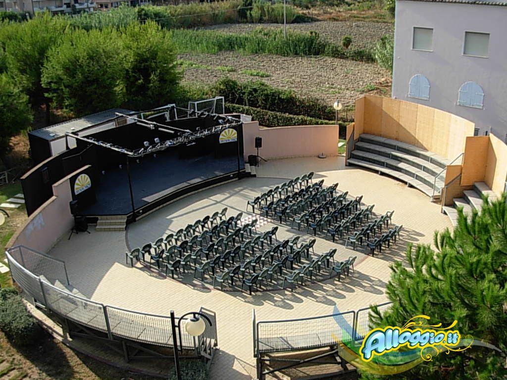 https://alloggio.it/villaggi/terrazze_rsd/public/orovacanze-club-le-terrazze-residence-grottammare-18.jpg